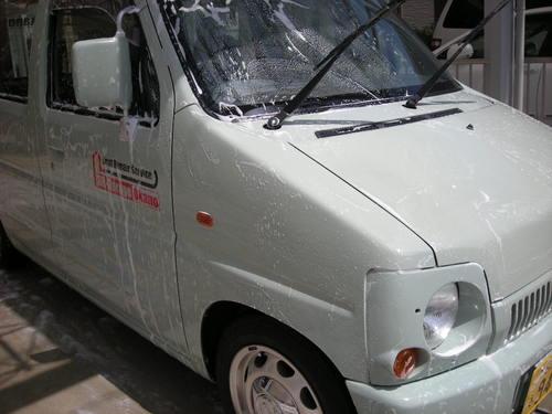ガッちゃん洗車11041001.JPG