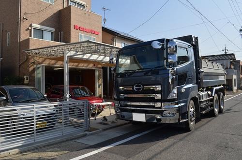 ガレージとトラック160320.JPG